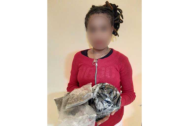 bawa ganja Wanita Muda Ditangkap