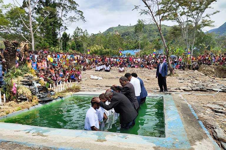 HUT Baptisan Pertama GIDI