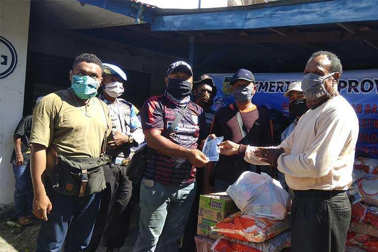 Pemprov Papua Salurkan Bantuan covid-19