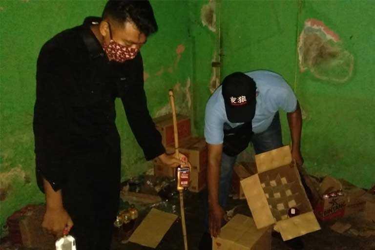 Polsek Japut Sita Puluhan Botol Miras Ilegal