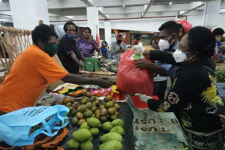 DPR Papua Bagi Sembako