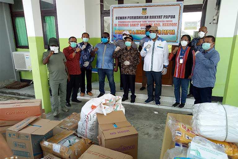 DPR Papua Serahkan Alkes di RSUD Kwaingga