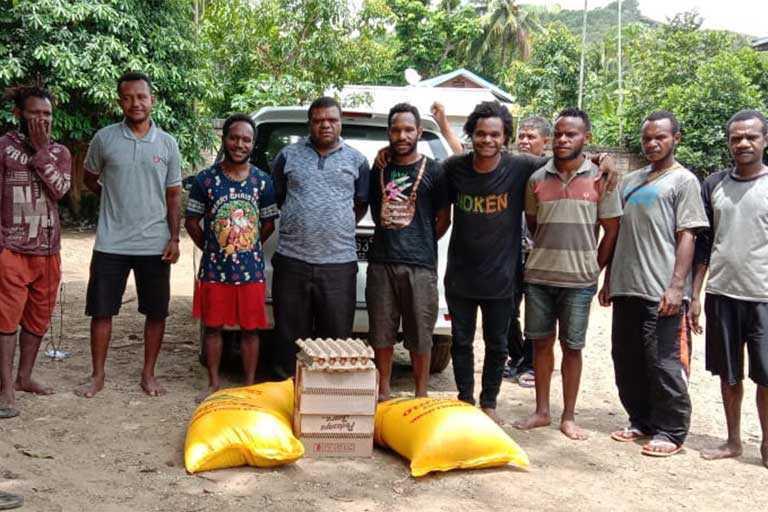Legislator Papua Beri Bantuan Bama Bagi 20 Asrama