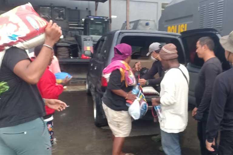 Polres Mimika Amankan 6 Orang Pemasok Bahan Makanan Ke KKSB