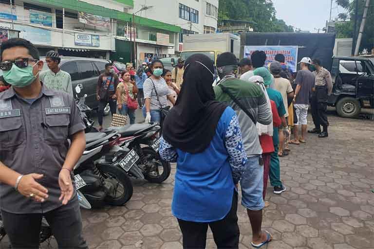 Kelangkaan Telur Ayam Polresta Jayapura Kota Gelar Bazar