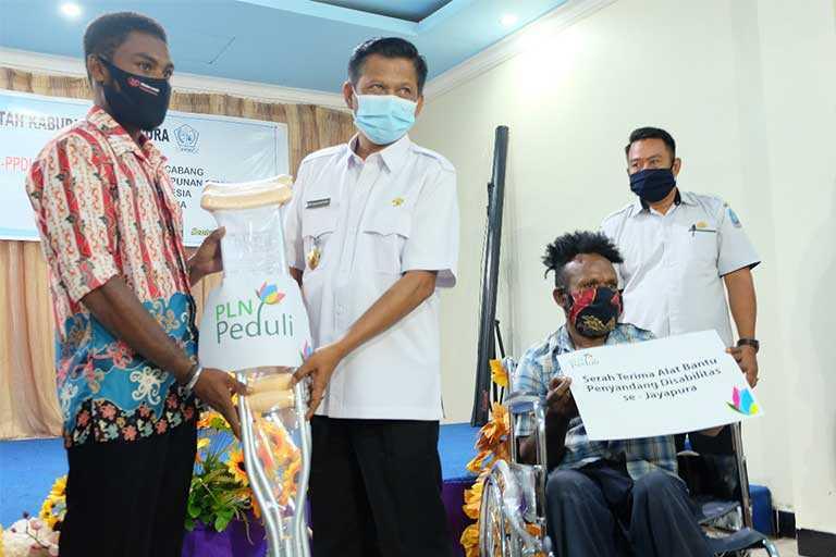 PLN Berikan 62 Alat Bantu untuk Difabel Jayapura