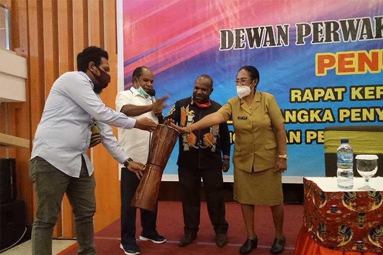 Bapemperda DPR Papua 11 Raperda