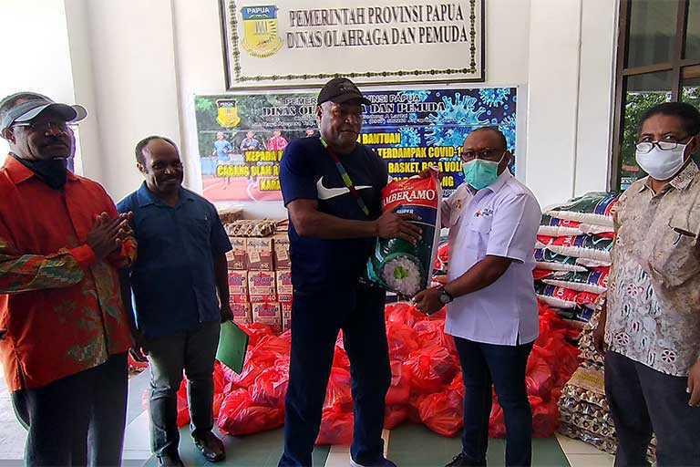 Disorda Papua Serahkan Bantuan