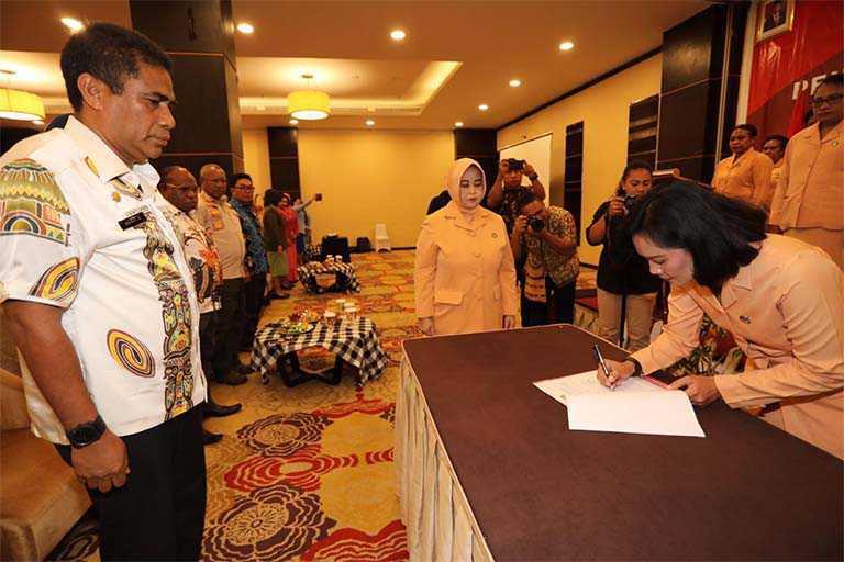 Ketua dan Pengurus DWP Papua Dikuhkukan