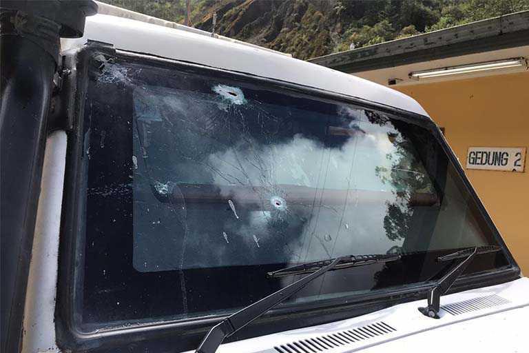 Mobil Polsek Tembagapura Ditembak