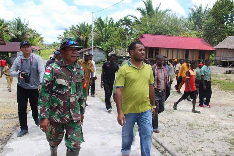 Bupati Mappi Tinjau Pelaksanaan TMMD Di Kampung Epem