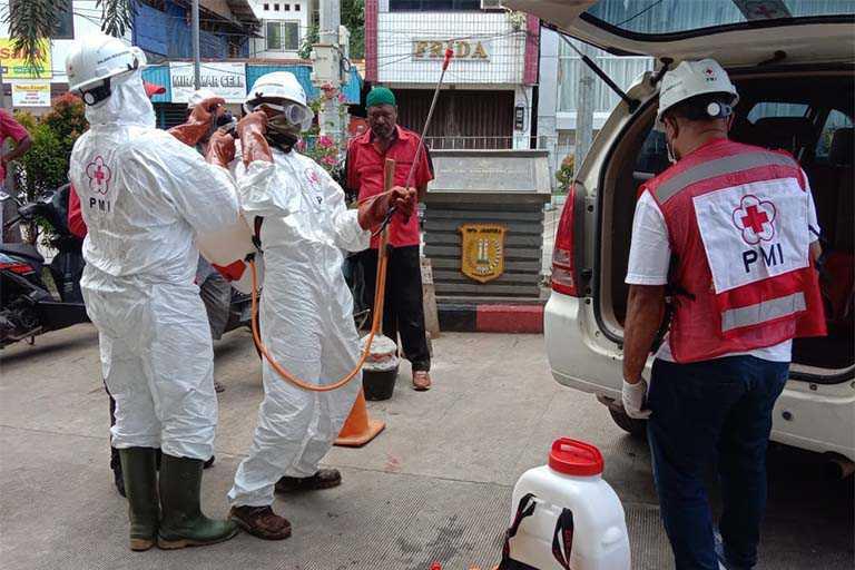 PMI Papua Lakukan Penyemproran Disinfektan