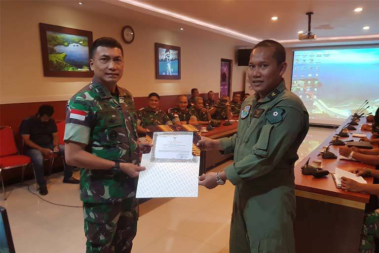 Puspenerbad Berikan Penghargaan Kepada Tim Evakuasi Heli MI-17