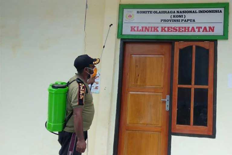 KONI Papua Bagi-Bagi Hand Sanitizer