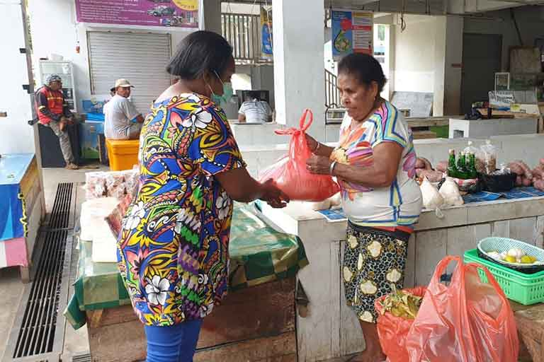 Hipmi Papua bagi sembako