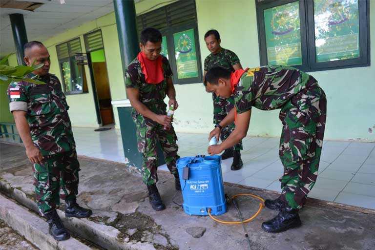 Korem 174/ATW Lakukan Penyemprotan Disinfektan