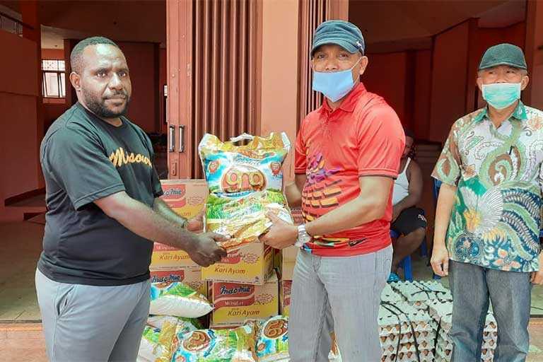 Walikota Berikan Bantuan Bahan Makanan Bagi Asrama Tolikara