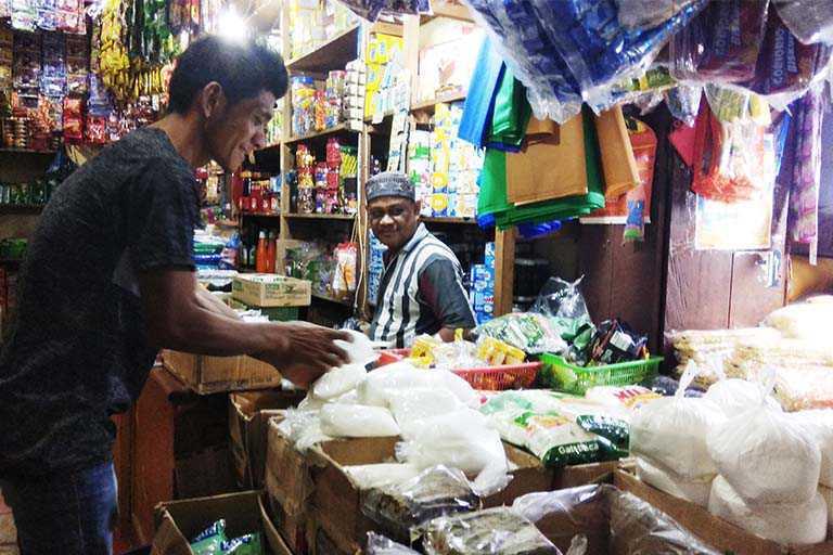 Pedagang di Kota Jayapura Mengeluh Omzet Gula Pasir Turun