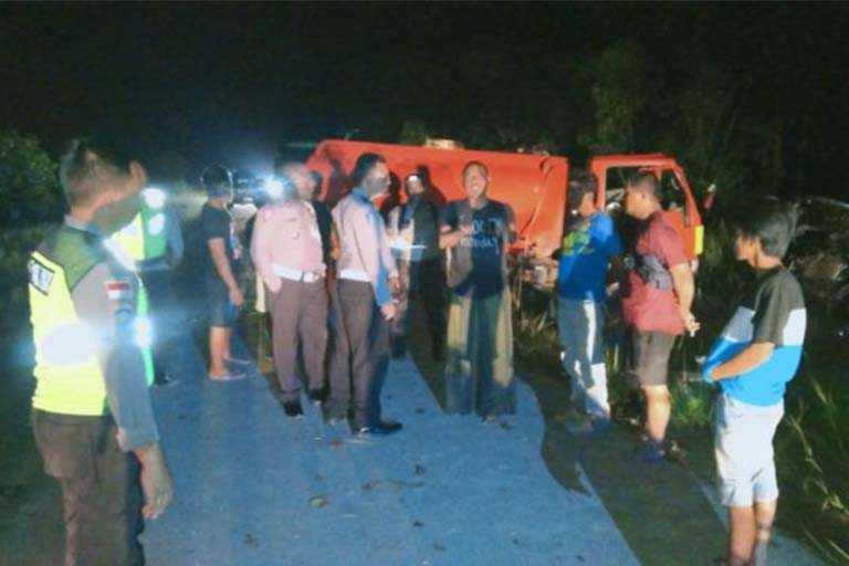 Polisi Tangani Lakalantas Di Jalan Trans Papua Sota
