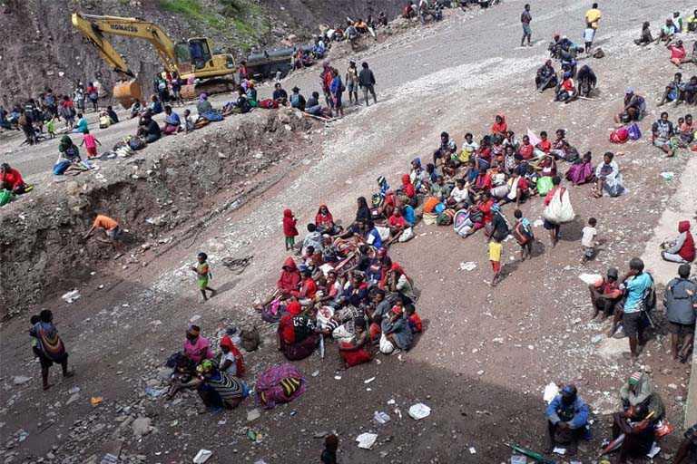 Warga Distrik Tembagapura Dievakuasi ke Timika
