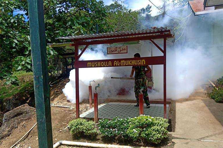 Cegah Malaria Prajurit Lakukan Foging Di Perbatasan RI-PNG
