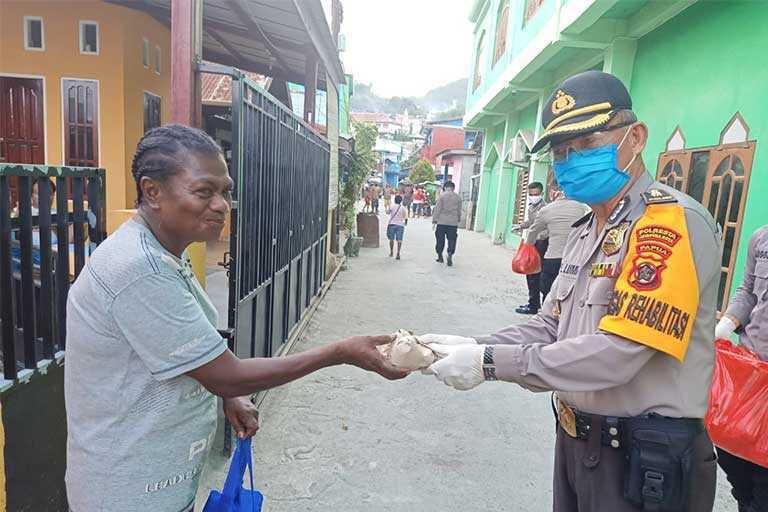 Polresta Bagikan Ribuan Paket Makanan