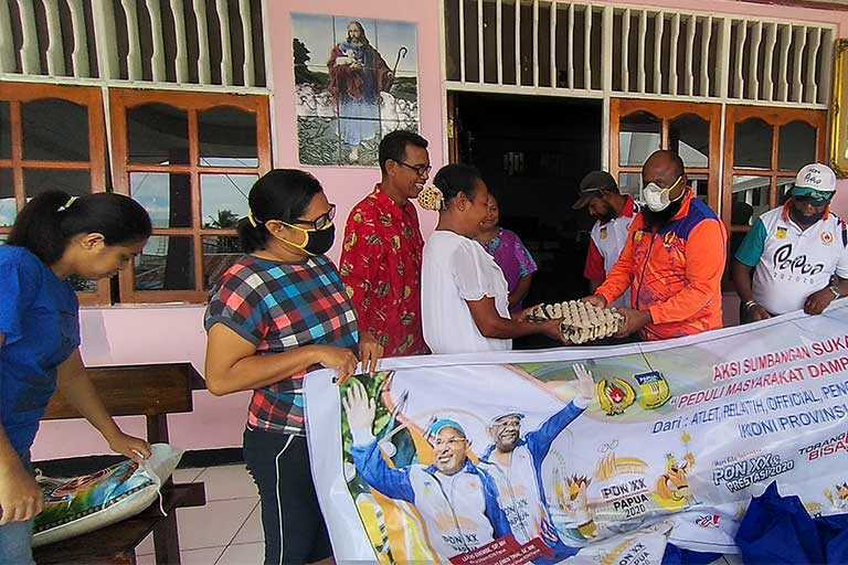 Koni Papua Salurkan Bantuan