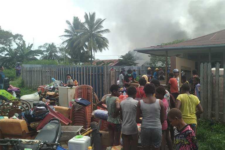 Base Camp Dan Rumah Sewa Terbakar