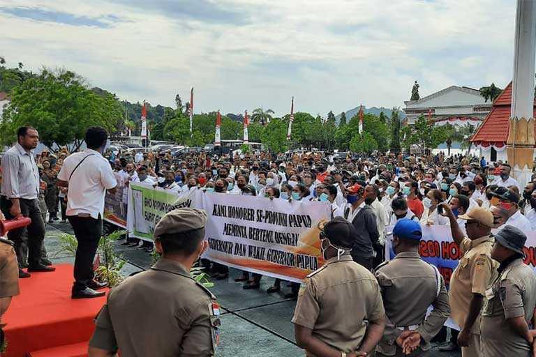 Honorer Papua Diangkat jadi PNS Tanpa Tes