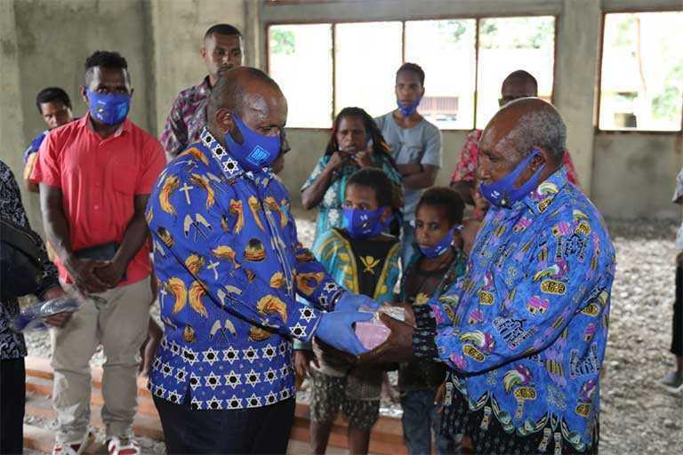 Demokrat Papua Bantu Dua Gereja