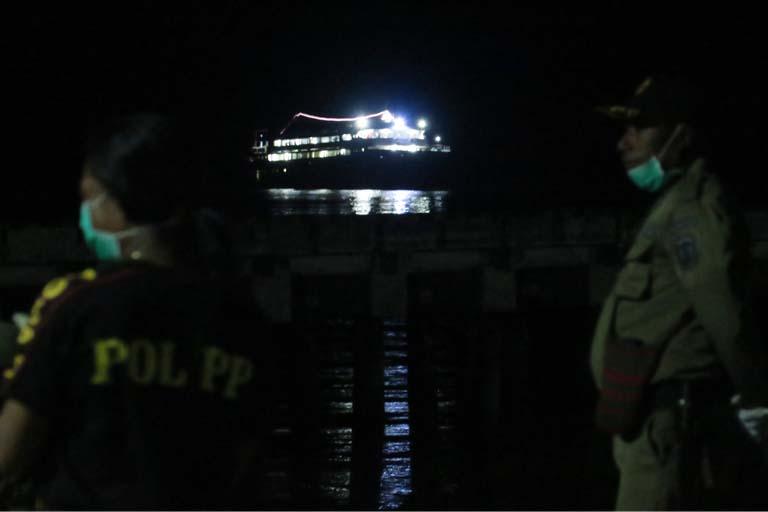 KM.Chantika Lestari 77 Yang Angkut Ratusan Warga Waropen, Tiba di Pelabuhan Pidemani Waren