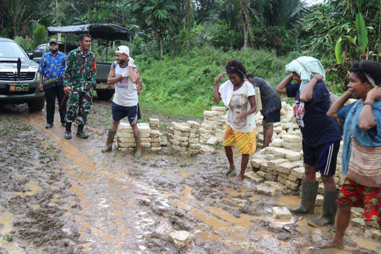 Warga Sebut, Hadirnya TMMD Sebagai Dewa Penolong di Kampung Natabui