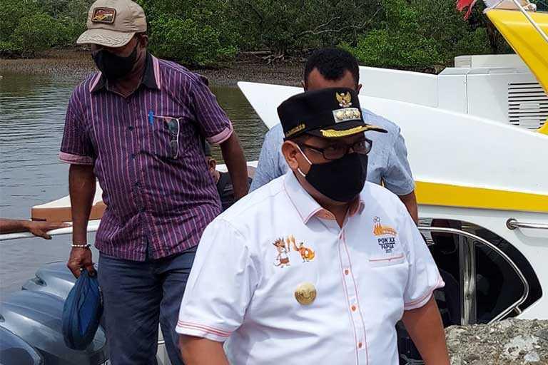 Pjs Bupati Waropen Kampanye masker